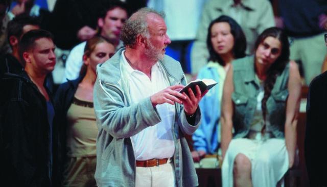Moses-und-Aron-(Stuttgart-Opera)-Chris-Merritt-(Aron)-Photo-A_T_-Schaefer-11_jpg_0