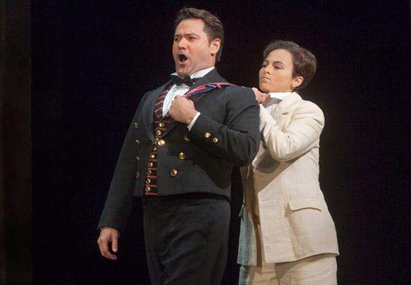 Ildar Abdrazakov (Figaro), Isabel Leonard (Cherubino) Photo: Ken Howard/Met Opera