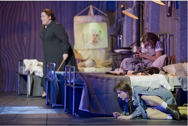 Heidi Melton (Mother), Louise Alder (Gretel) © Monika Rittershaus