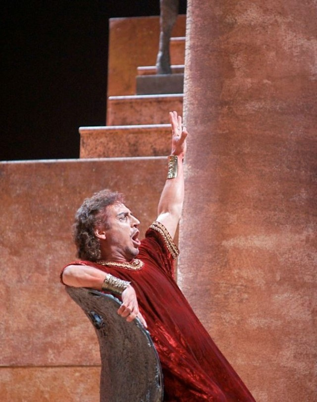 Alberto Gazale as Nabuco