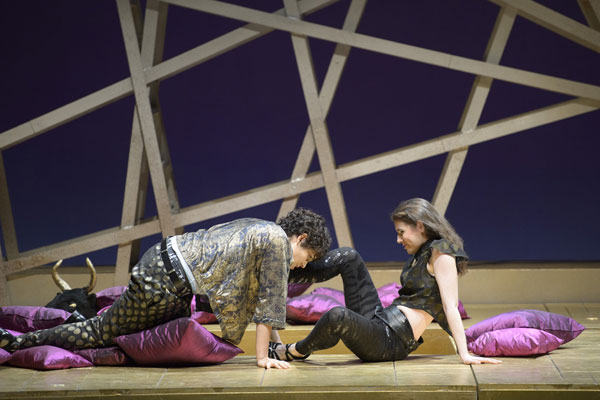 Gaëlle Arquez (Nerone), Naomi O'Connell (Poppea) © Monika Rittershaus
