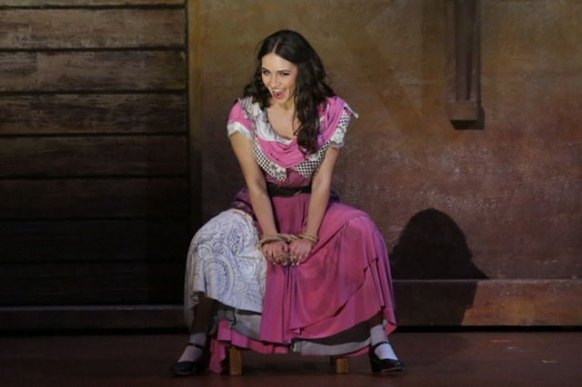 Yulia Mazurova as Carmen