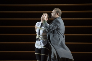 Paula Murrihy (Carmen) and Joseph Calleja (Don Jose). Photo copyright Monika Ritterhaus